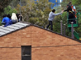 Photo of Villawood protestors on roof of detention centre