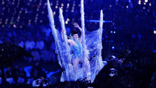 Photo of Viktoria Modesta performing as the Ice Queen at the 2012 London Paralympics