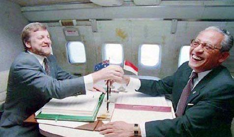 Australian Foreign Minister Gareth Evans and Indonesian Foreign Minister Ali Alatas sign the Timor Gap Treaty