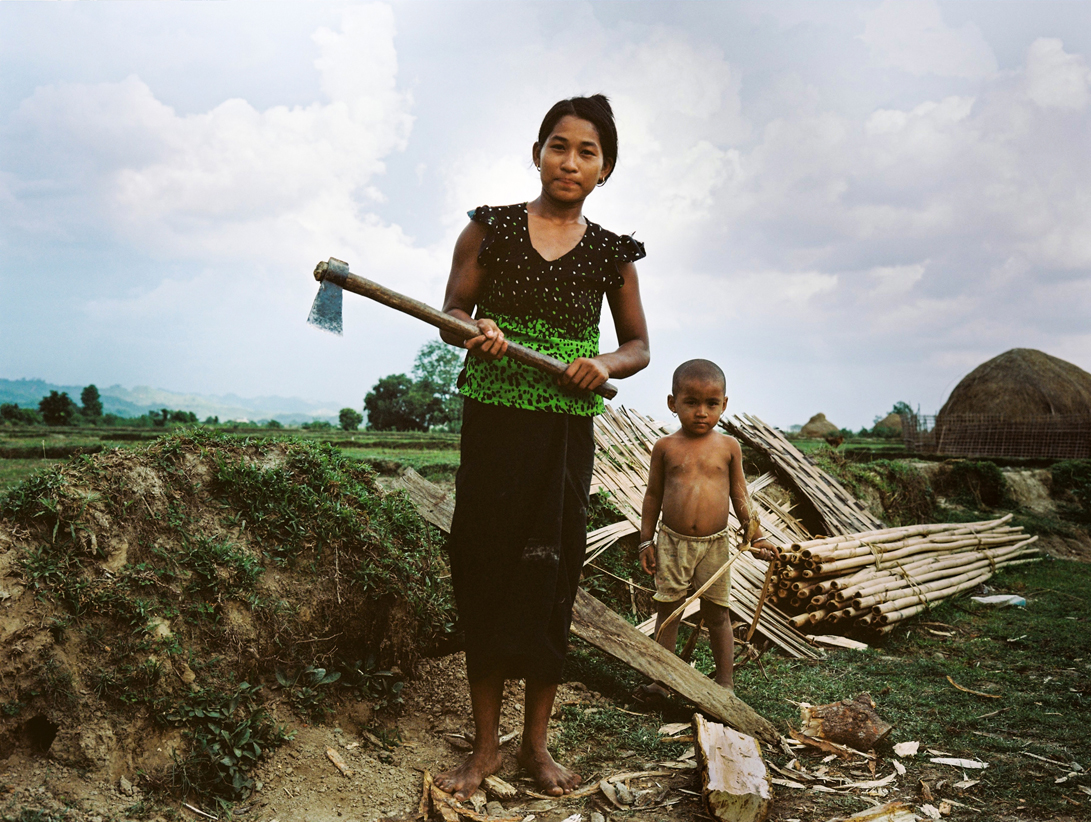 'Myanmar girl working in IDP camp due to Arakan Army fighting' - Rakhine State is the second poorest area in Myanmar, in which sees the Arakan Army are currently fighting an internal war against the government. Unrelated to the Rohingya situation, this protracted fighting sees many other Myanmar people displaced and forced into other IDP camps.