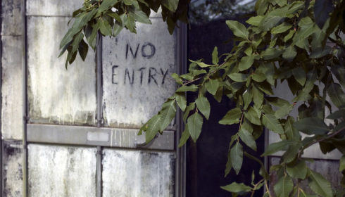 no entry refugees migrants