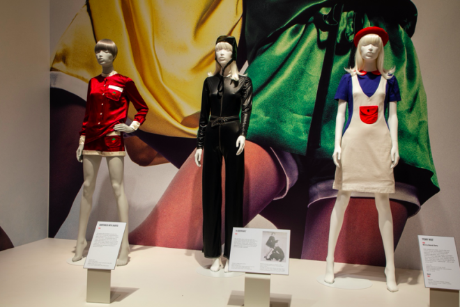 A display of mannequins  Description automatically generated with low confidence