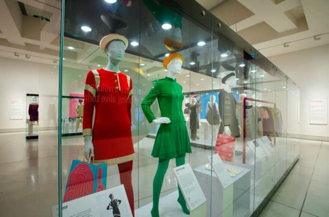 A couple of mannequins in a store  Description automatically generated with medium confidence